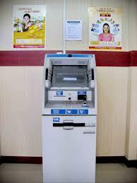 število bankomatov v sloveniji